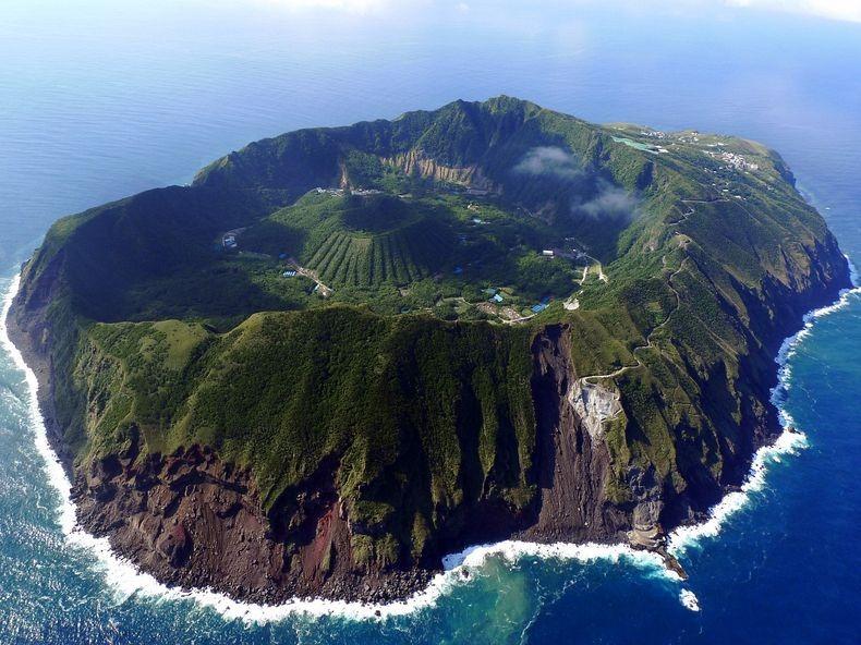 Aogashima_Volcano_Japan