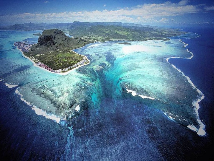 Underwater Waterfall' Illusion at Mauritius Island
