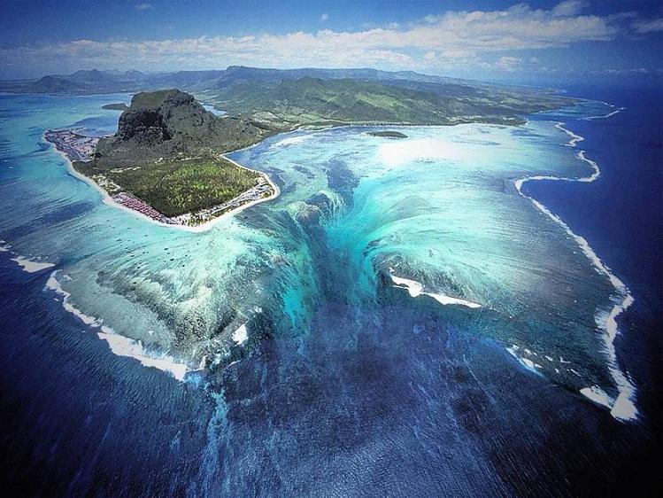 Underwater Waterfall' Illusion at Mauritius Island