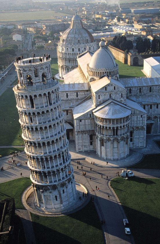 leaning-tower-of-pisa-bird-view