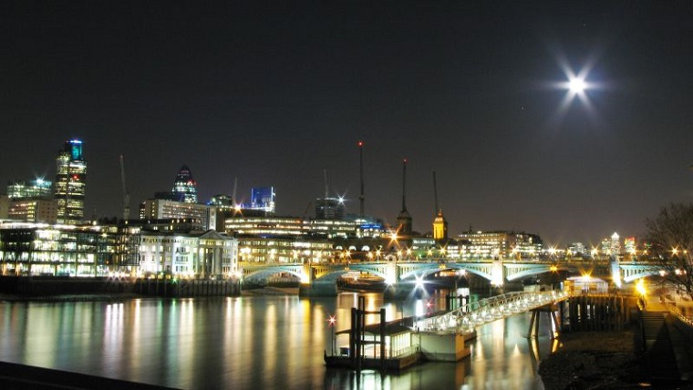 Night_London_Panorama_with_Full_Moon