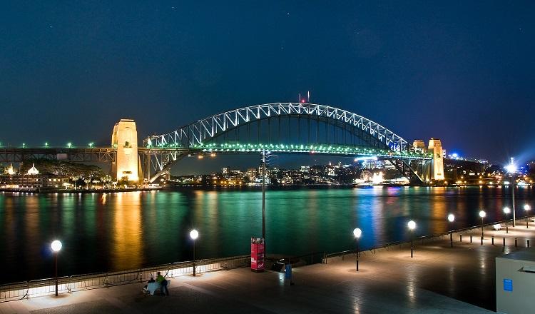 Sydney_Habour_Bridge,_Australia,_by_night